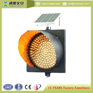 Solar flashing traffic caution light