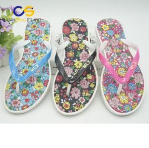 2017 new design fashion PVC outdoor beach flip flop shoes for women
