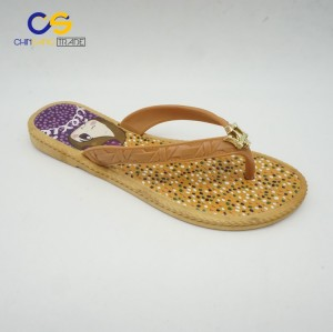 China manufactures PVC women flip flops summer fashion flipper shoes for lady with Maserati Logo