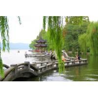 Enjoy the West Lake Scenery