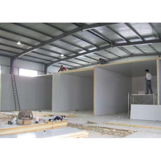 Installation et mise au point d'équipements de réfrigération dans des entrepôts frigorifiques