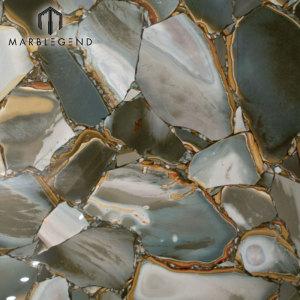 Полудрагоценные камни с натуральной подсветкой и плиткой из плит зеленого камня яшмы
