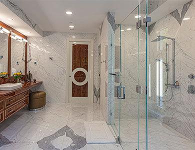 decoración de piso y pared de mármol del baño