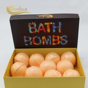 bombe de bain à la main pétillant