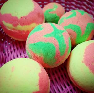 Custom Bath Frizzer Bath Bombs colorfull bathbombs