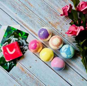 Whole Handmade natural ingredients bath bombs