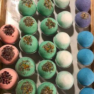 Luxury Moisturizing Shea Butter Fizzy Bath Bomb With Dried Petals Flowers Bath bombs