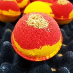 Luxury Moisturizing Shea Butter Fizzy Bath Bomb With Dried Petals Flowers Bath bombs