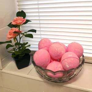 Luxury Shea Butter Fizzy Bath Bomb With Dried Petals Flowers Bath bombs