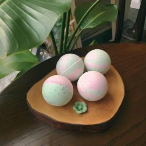 Best hot selling  Handmade  ingredients bath bombs