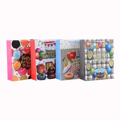 Benutzerdefinierte verschiedene Größen 4C Geburtstagsgeschenk Papiertüte mit 4 Designs Assorted in Tongle Verpackung
