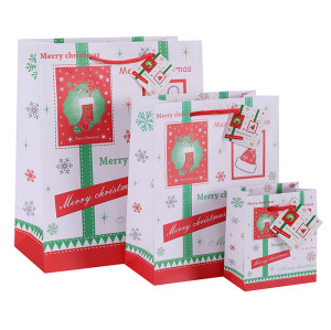 Classic Merry Christmas Paper Gift Bags Art Paper Bags Season's Greeting Paper Carrier Bags Nice Gift Packaging Bags with hangtag In TONGLE PACKING
