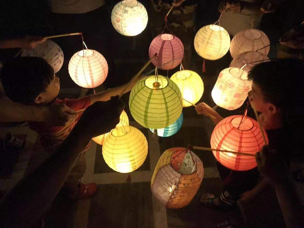 Play with lanterns