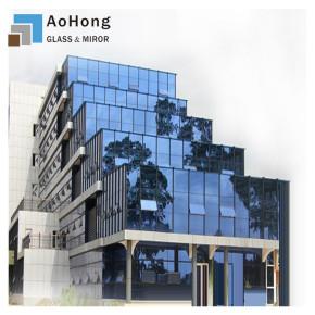 Welche Funktion hat die Glasfassade?