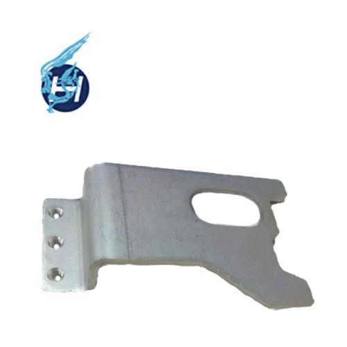 Kleinteile für die Blechbearbeitung Blechschutzteile mit Schraublöchern bieten maßgefertigte Blechbearbeitung an