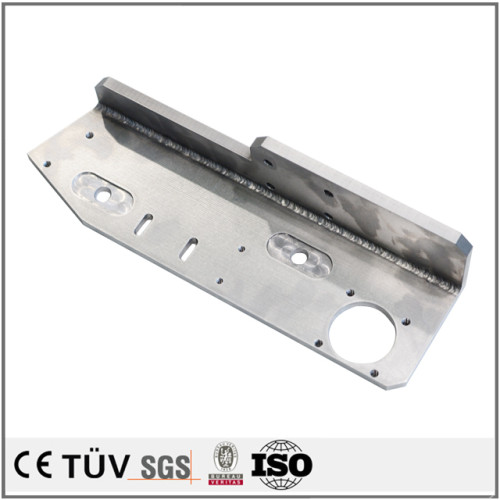 切割、压型、巻板プレス、レーザー切割、曲げなど加工方法を使って、メッキ、塗装など表面を処理して防錆性が高い工業用溶接部品。
