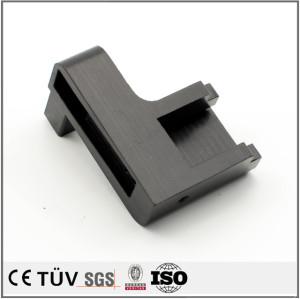高精密、NC旋盤を使って、ステンレス、鉄、アルミなど材料を使って、亜鉛メッキ、黒アルマイト、白アルマイトなど表面処理、自動車用部品部品。