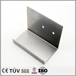 板金精密部品、材料旋盤切割機を採用する、折り曲げ加工方法。