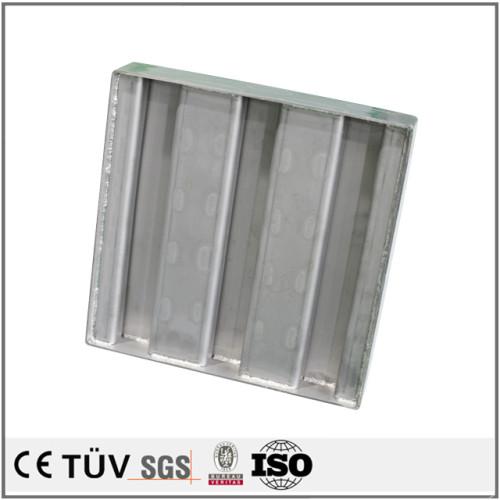 板金溶接、材質鉄、アルミ、ステンレス、冷間圧延板など工芸切たり、曲げたり、溶接したり、各種産業機械のかばーや、鉄道、通信の基地ケース