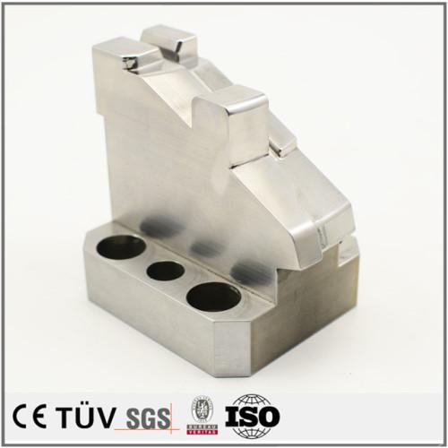 五軸連動複合加工機を使用し,ステンレスで亜鉛メッキ処理包装機用機加工部品.
