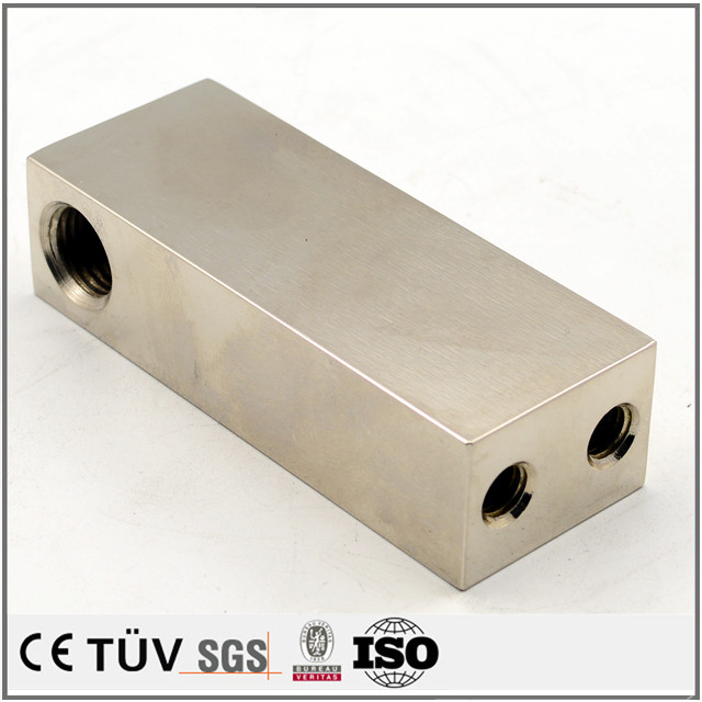 金属表面には無電解ニッケルメッキ処理、腐食防止対策