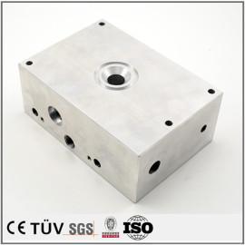 旋盤、マシニングセンタ-などの設備はアルミニウムの部品を加工する