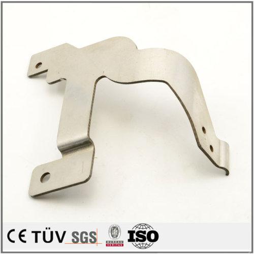 アルミ、鉄などの板金加工、ユニクロムメーキ処理などの機械パーツ