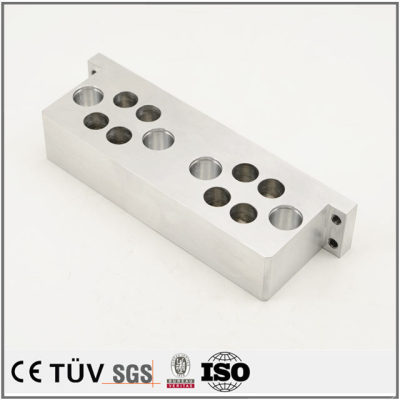 铝制材料,钻孔沉孔加工,加工中心加工,高精密部品