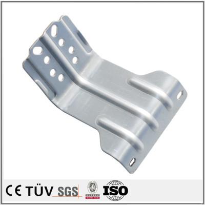 凹凸钣金加工,闪镀鉻表面处理,机动板盖用精密设备