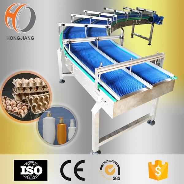 Sistema de cinta transportadora con cinta modular para empaquetar