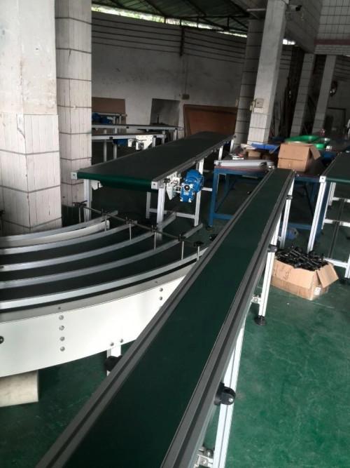 90 درجة منحنى الحزام الناقل مع شهادة CE لخط إنتاج الأنسجة بو المطاط PVC الحزام الناقل