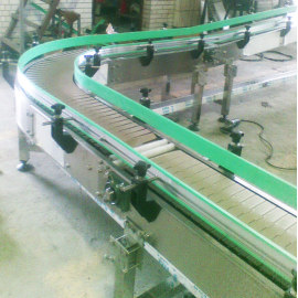 transportadores de línea de ensamblaje de cadenas de plástico y rodillos de gravedad accionados