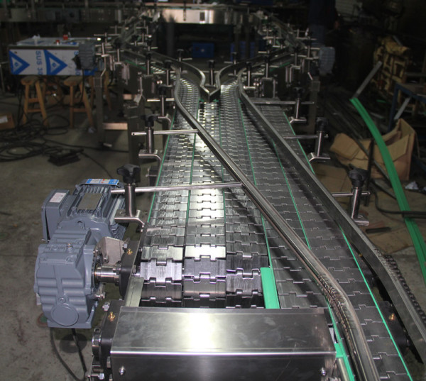 Flat top stainless steel conveying chain bottling conveyor systems