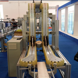 Flexible chain with rubber grip bottle conveyor for milk cans box