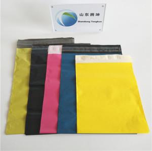 다른 색깔을 가진 폴 리 메일러 봉투 우편물 가방