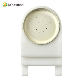 2018 New Design Beekeeping Tools Plastic Square 15.35*14.57*2.755 inch Top Bee Feeders Bee Products