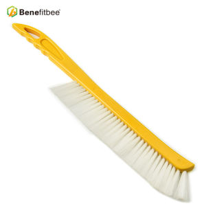 Spain-Type One Row Wooden Handle Plastic Hair Bee Brushes For Beekeeping Equitment