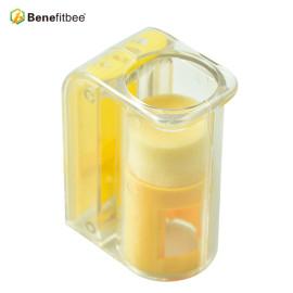 Outils d'apiculture de haute qualité Benefitbee Carré jaune PP Matériel Bee Queen Catcher
