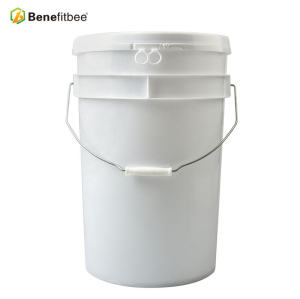 Promotional package 18 liters plastic bee tank white honey bucket beekeeping pail