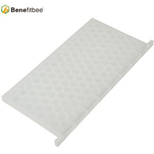 New product beekeeping tool plastic honey bee feeder for sale