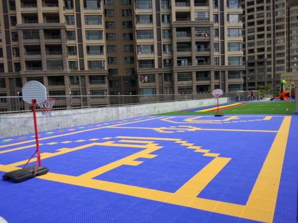 Превосходное качество внутренней блокировки пластмассового баскетбольного площадки, портативный крытый баскетбольный корпус для напольного покрытия