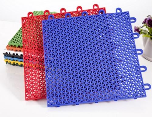 Tapis de football en plastique d'intérieur de prix flexible, tuiles de terrain de football de futsal d'intérieur, plancher d'intérieur de terrain de football à vendre