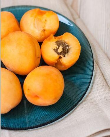 Organic Raw Bitter Apricot Kernels with high B17
