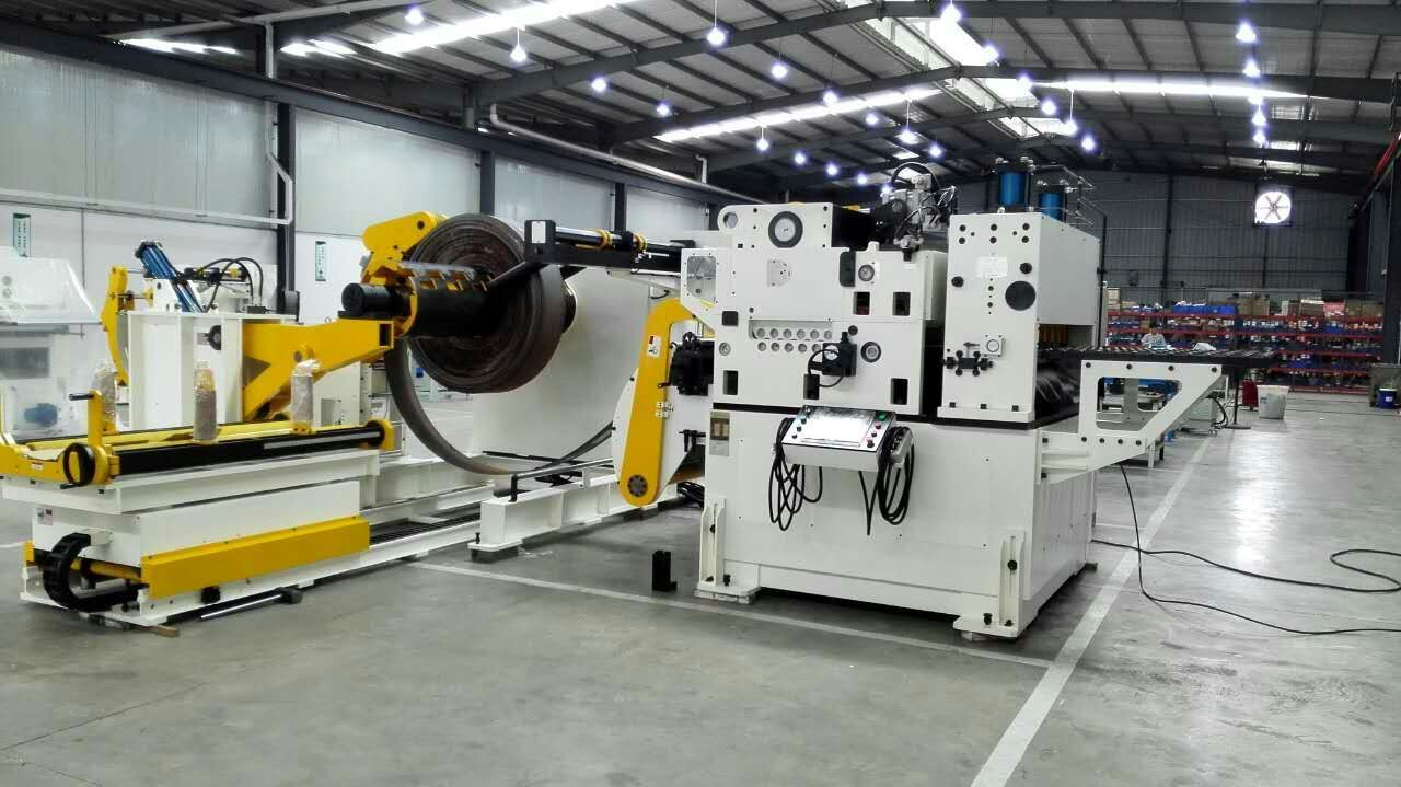 HongEr Decoiler Straightener Feeder 3 in 1 Machine GLK4-600H for High Tensile Metal Sheets 6.0 mm Thick