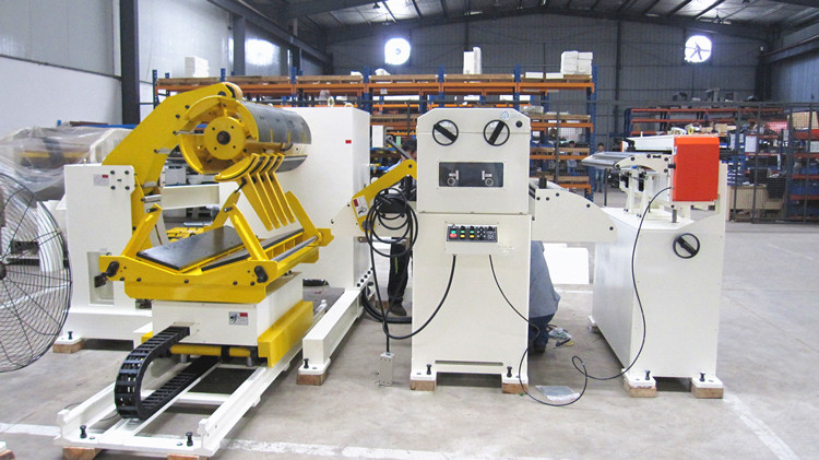 Metal strip / sheet straightener with decoiler / uncoiler