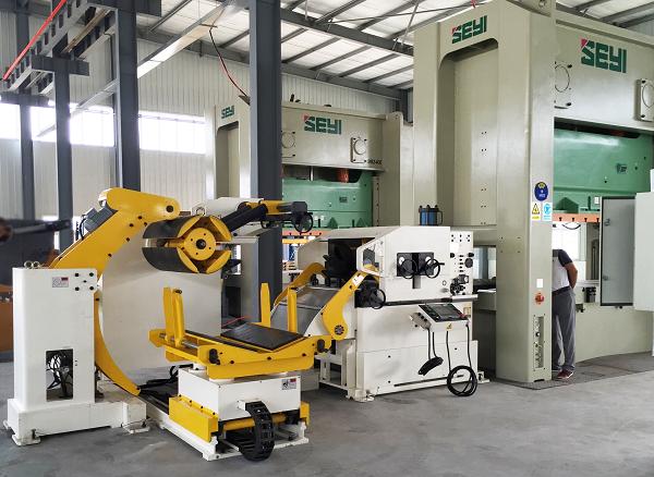 HongEr Machine Decoiler Straightener Feeder 3 in 1 Machine GLK5-H working with High Tensile Metal Materials for Brake Pads Manufacturing