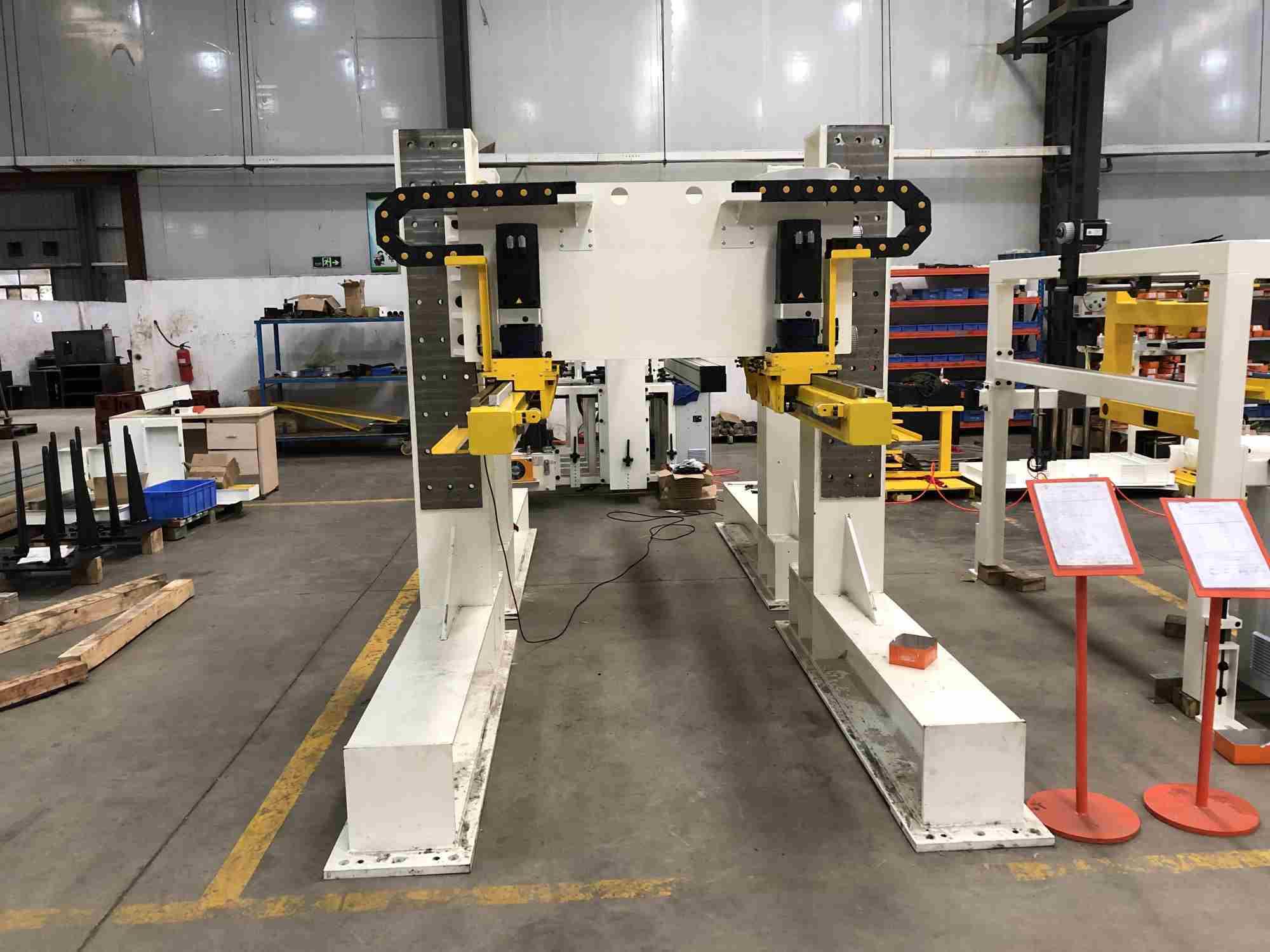 manipulator machine for power press