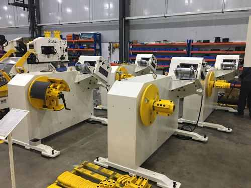 GL Decoiler Straightener Machine Compact Servo Feeder With Press For Hole Punching Before Forming