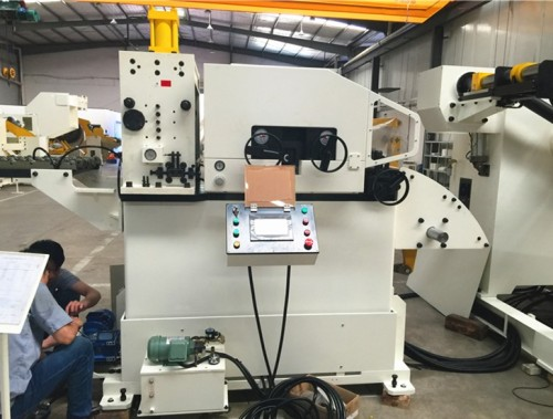 GLK3-600 Compacted Coil Feeder Machine For Mechanical Press In Metal Stamping Manufactures