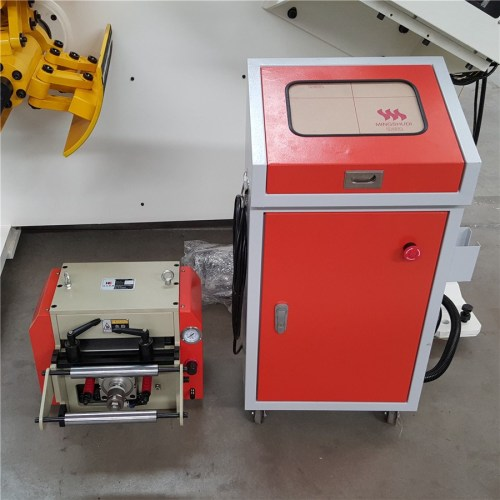 RNC-200 Automatic Coil Feeder Compact Komatsu Servo Press Machine In Press Room For Metal Stamping